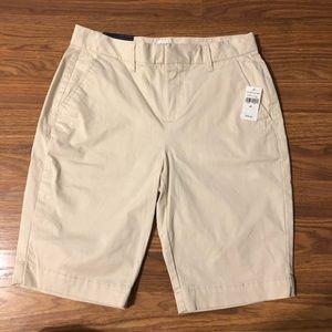 NWT GAP Bermuda Short Khaki Mid Rise Flat Front 00